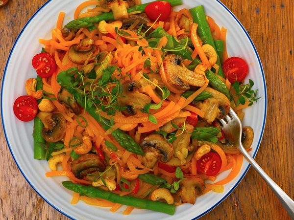 Mushroom and Asparagus Vegan Pasta with Mushrooms and Cashews
