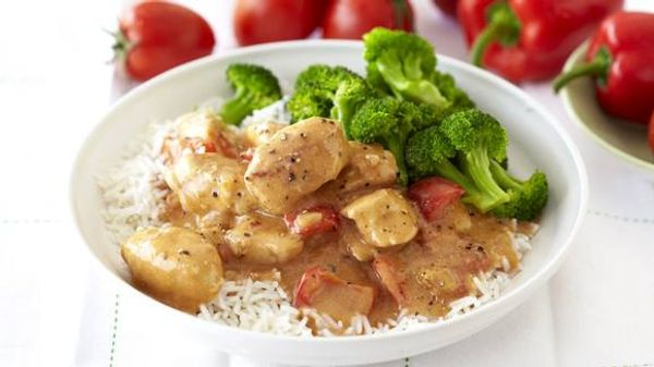 Creamy Chicken Fillet with Paprika and Tomato