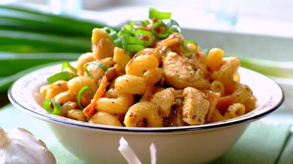 Cheesy Pasta with Chicken, Bacon and Spring Onions