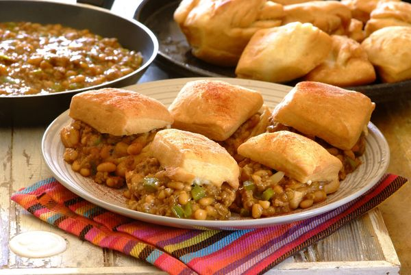 Spicy Mince and Beans with Vetkoek
