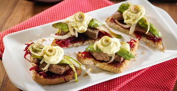 Bruschettas de verdura y carne