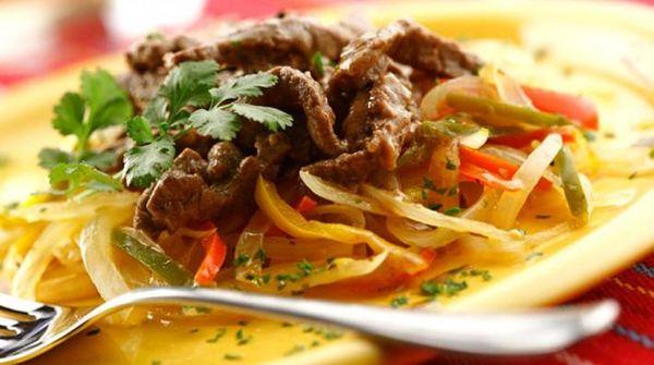 Salteado de carne a la mexicana