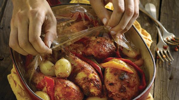 Pollo al horno con morrones y cebolla