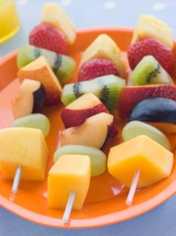 Brochettes de frutas
