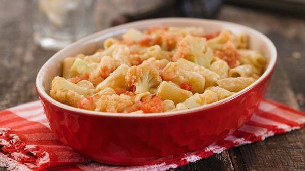 Mostacholes con coliflor y salsa de 4 quesos