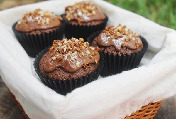 Cupcakes de chocolate y avellanas con praliné