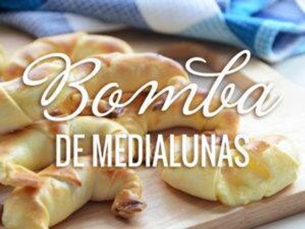 Medialunas rellenas con panceta y queso