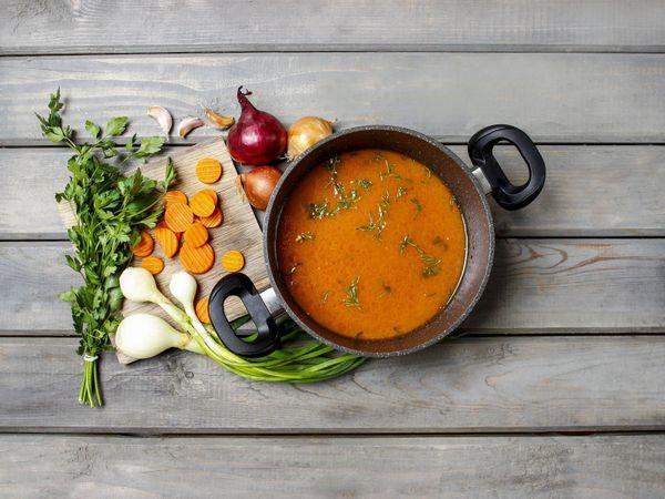 Sopa de batatas, vegetales y limón