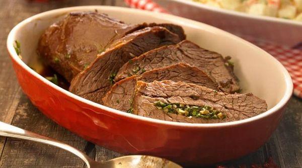 Carne mechada con ensalada rusa
