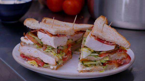 Sandwich del Club con pollo