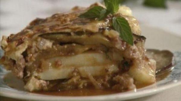 Moussaka o pastel griego de berenjenas y carne