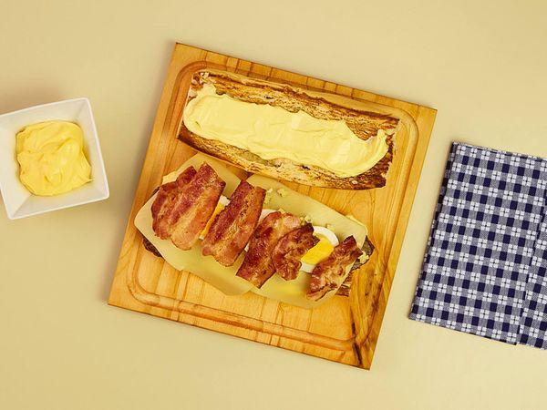 Sándwich Lomitero con panceta y queso azul