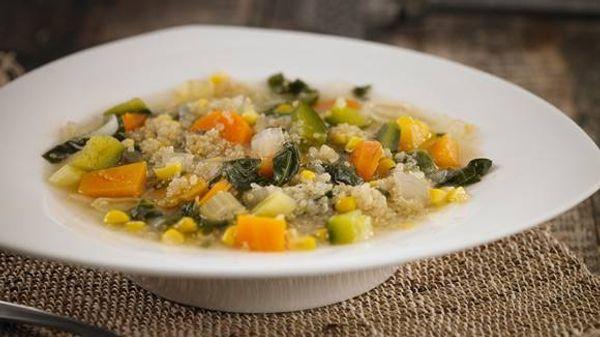 Sopa de verduras con quínoa