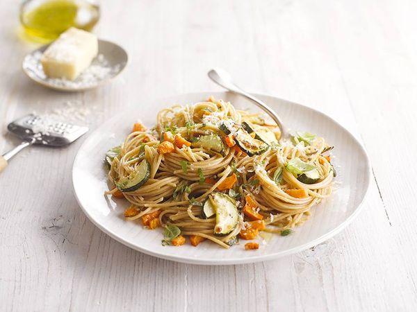 Spaghetti con vegetales grillados