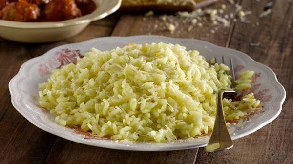 Arroz con queso parmesano y oliva