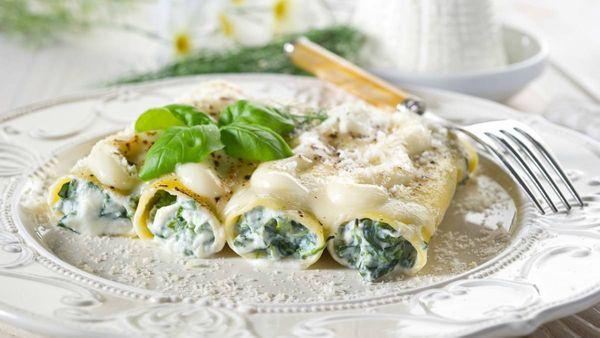 Canelones de espinaca con salsa blanca