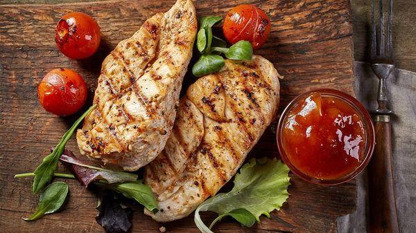 Pechuga de pollo grillé