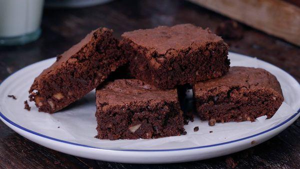 Brownies rápidos extra esponjosos listos en 45 minutos