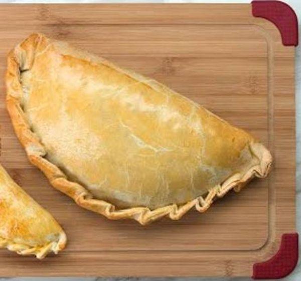 Empanada gigante a los cuatro quesos