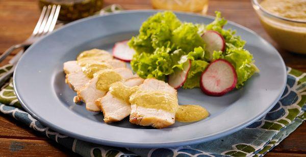 Pechuga de pollo con salsa de atún o salsa tonatta