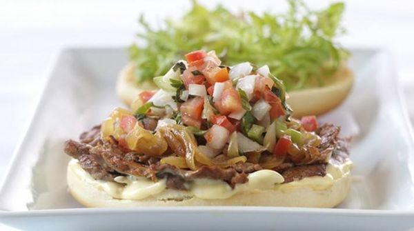 Cómo hacer la salsa criolla tradicional argentina en 3 simples pasos