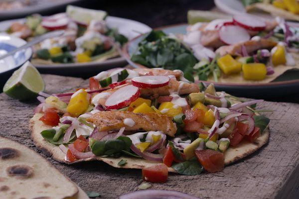 Tacos asados de trucha arcoiris