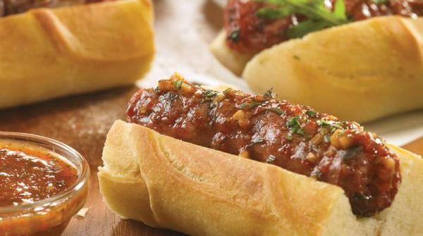 Sandwich de salchicha parrillera y chimi