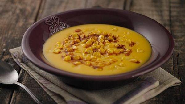 Sopa crema de zapallo, pimentón y maíz