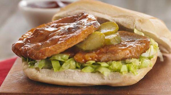 Sandwich de bondiola dorada y barbacoa