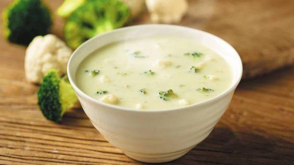 Sopa crema de queso y vegetales