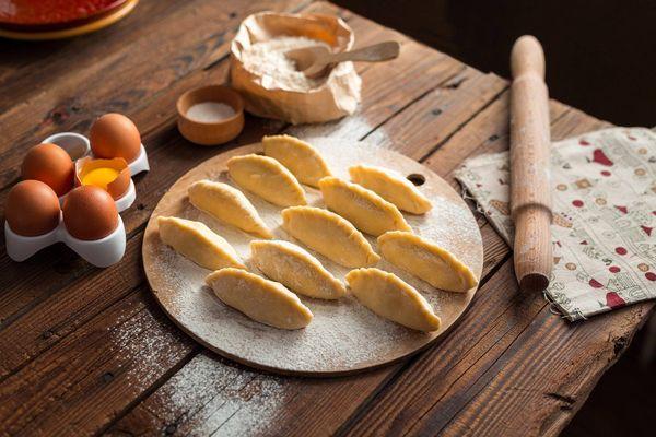 Ideal para el finde: receta de empanaditas de cebolla y queso