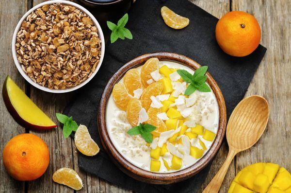 Trifle de granola, mango y mandarina
