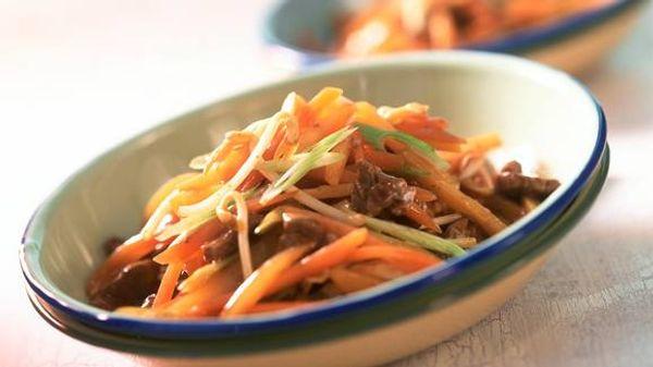 Chop suey mixto de pollo y cerdo