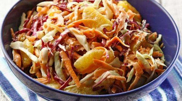 Ensalada americana de repollo, zanahoria y naranja