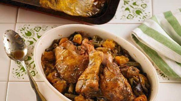 Pollo con calabaza, chauchas y cebolla morada