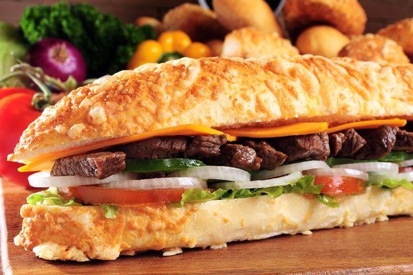 Sándwich de Carne Encebollado