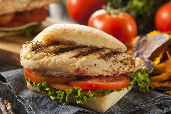 Sándwich de Pollo Balsámico