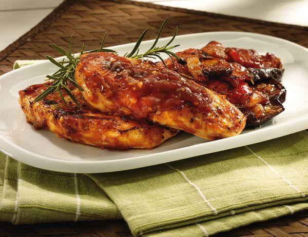Pollo con Verduras en Salsa Lizano