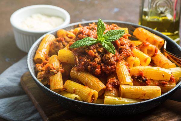 Rigatoni con Carne y Vegetales