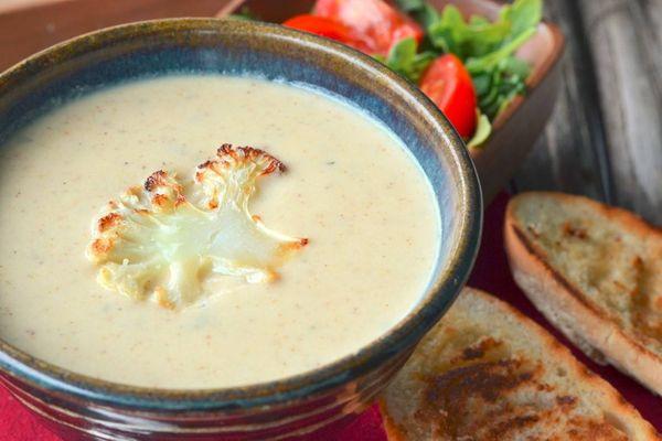 Sopa de Coliflor con Leche de Coco