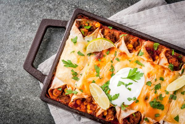 Enchiladas de Cerdo con Salsa Roja