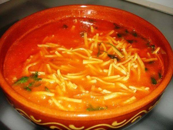 Sopa de Tomate con Fideo y Queso