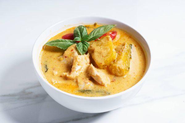 Sopa de Pollo y Curry