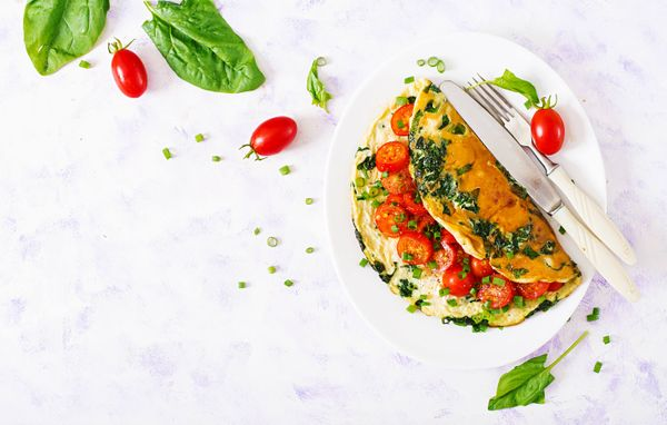 Omelette de Queso, Tomate y Albahaca