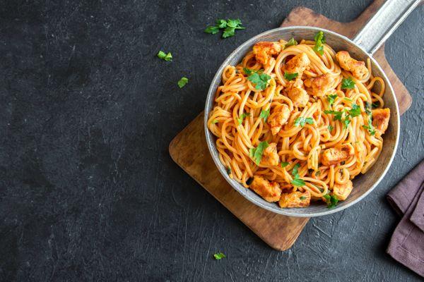 Spaguettis con Pollo y Berenjena