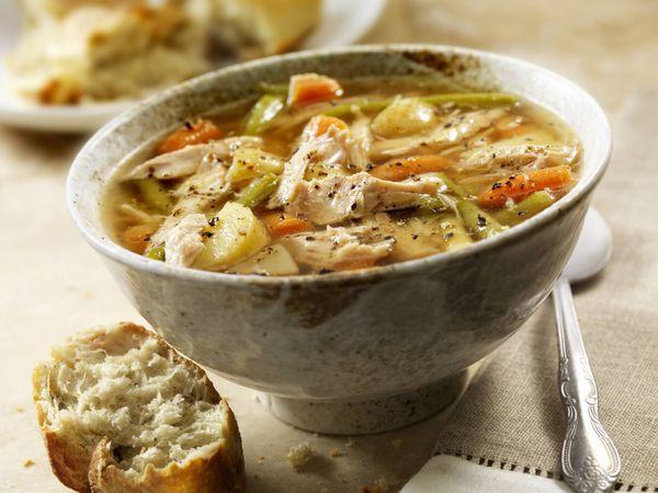 Sopa de Pollo con Papa y Elote