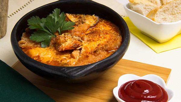 Cazuela de mariscos con salsa de tomate Fruco