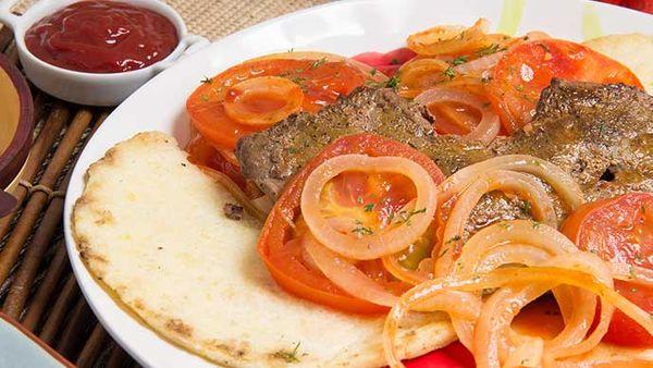 Bistec de Hígado con Arepa con Mayonesa Fruco