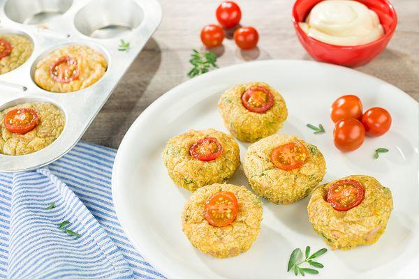 Muffins de atún y tomates cherry