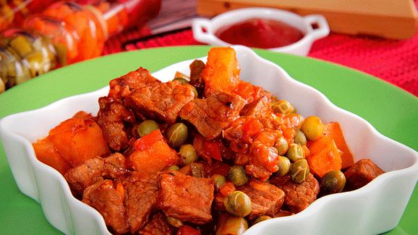 Cubitos de carne al estilo Fruco con salsa de tomate Fruco